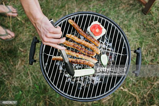barbeque grill with sausages - draufsicht stock-fotos und bilder