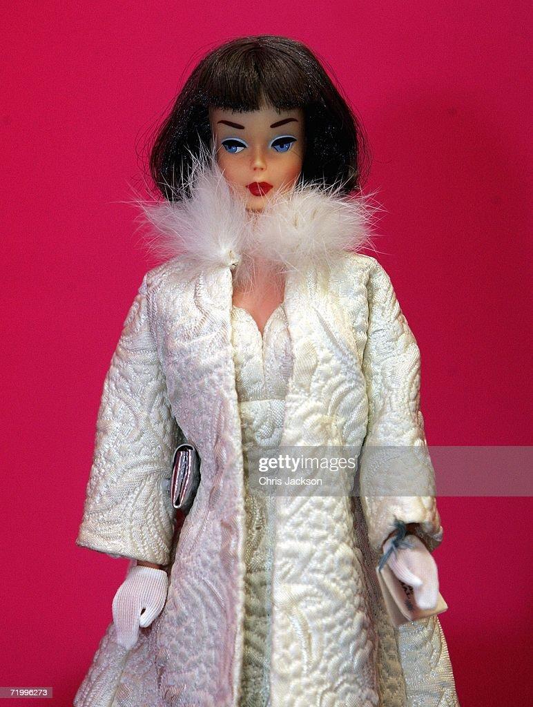 The Biggest Barbie Collection Auctionned At Christies : Fotografía de noticias