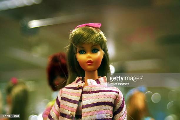 BarbiePuppe Jubiläum 50 Jahre BarbiePuppe BarbiePuppenAusstellung Kaufhaus Karstadt Bremen Deutschland Europa Mode Spielzeug Zeitzeuge Schaukasten CD