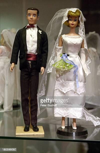 BarbiePuppen Bezeichnung Hochzeitspaar 1960 BarbiePuppenAusstellung Kaufhaus Karstadt Bremen Kleider Kostueme Spielzeug Brautkleid Hochzeitskleid