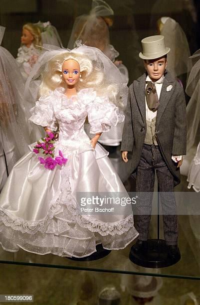BarbiePuppen Bezeichnung Hochzeitspaar 1980 BarbiePuppenAusstellung Kaufhaus Karstadt Bremen Kleider Kostueme Spielzeug Brautkleid Hochzeitskleid