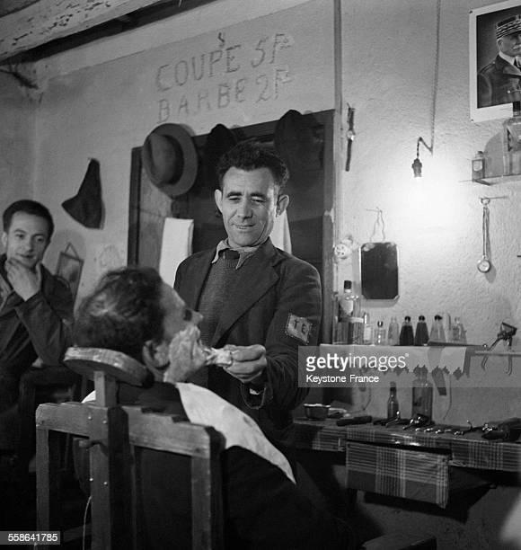 Barbier dans le camp des travailleurs volontaires étrangers à Manzat France en 1942