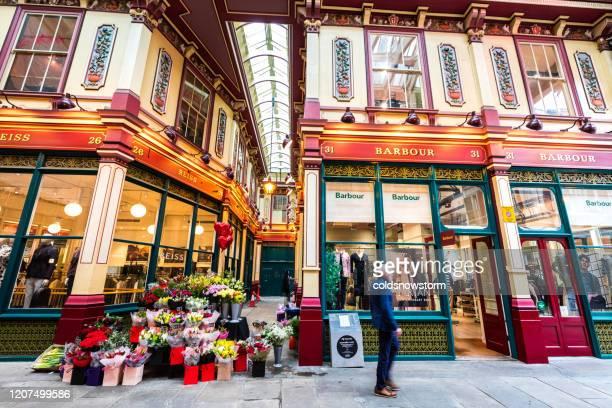 英国ロンドンのリードンホールマーケットのバーバー衣料品店 - レドンホールマーケット ストックフォトと画像