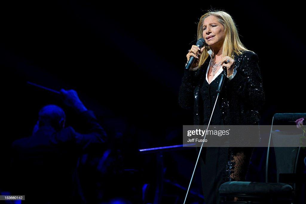 Barbra Streisand In Concert : News Photo