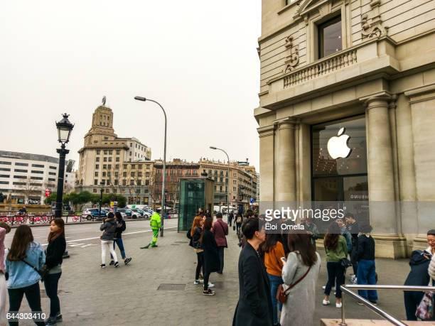 apple Barcelona tienda móvil 2017 plaza catalunya