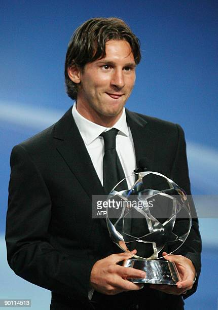 Barcelona Argentinian forward Lionel Messi poses with his UEFA Best player of the year trophy on August 27, 2009 in Monaco during the 2009/2010...