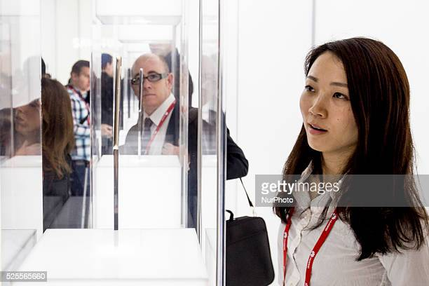 Barcelona Catalonia Spain 2015 march 4 Visitors analyse the new Samsung Galaxy S6 Edge presented at MWC2015 in Barcelona The Mobile World Congress...