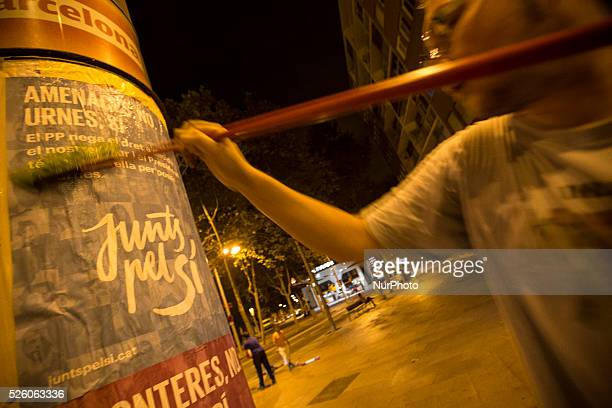 Barcelona Catalonia Spain September 17 Activists from the proindependence coalition Junts pel S�� stick posters at worker district of 9 Barris in the...