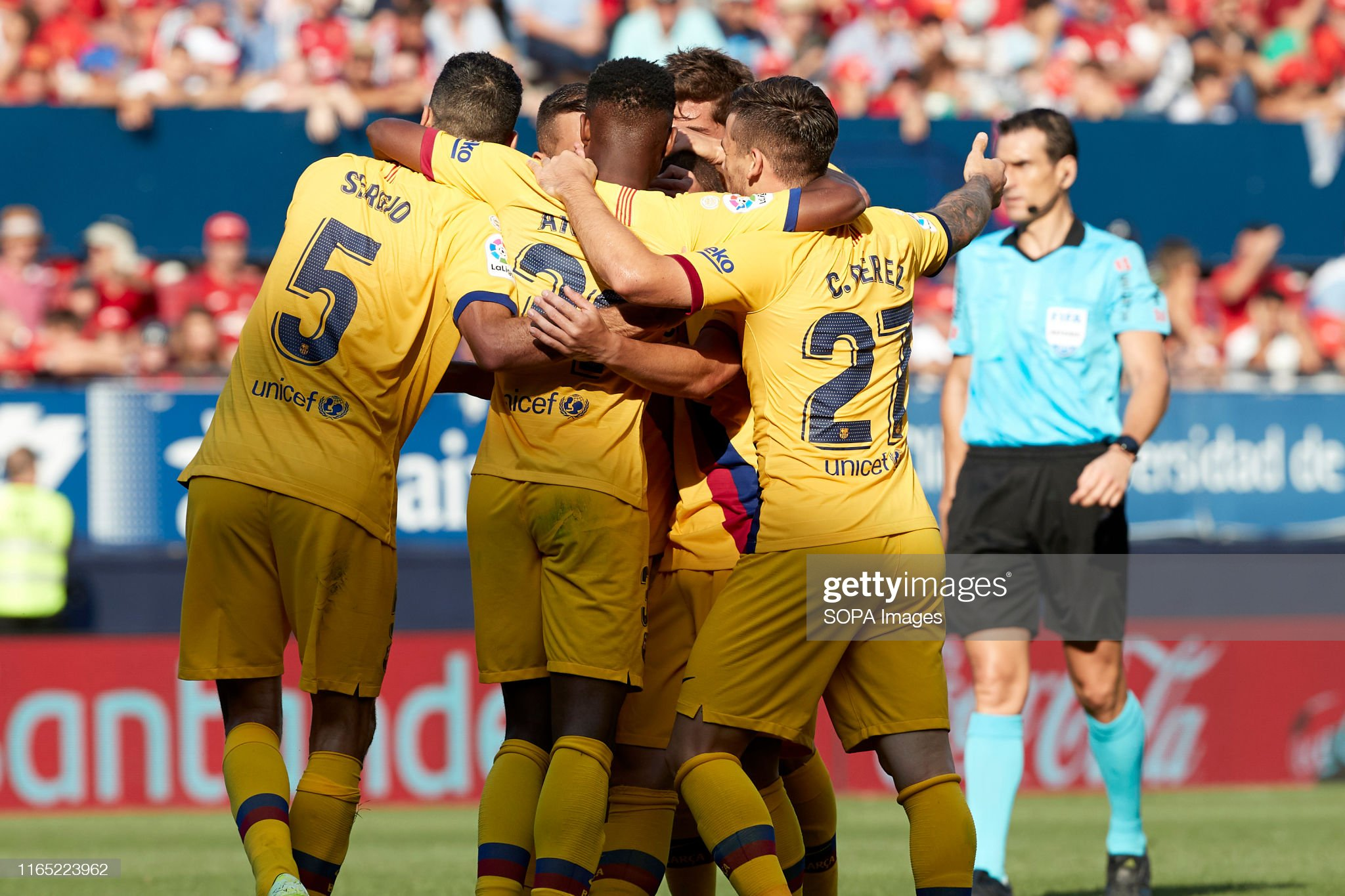 صور مباراة : أوساسونا - برشلونة 2-2 ( 31-08-2019 )  Barcelona-celebrates-a-goal-during-the-spanish-la-liga-santander-ca-picture-id1165223962?s=2048x2048