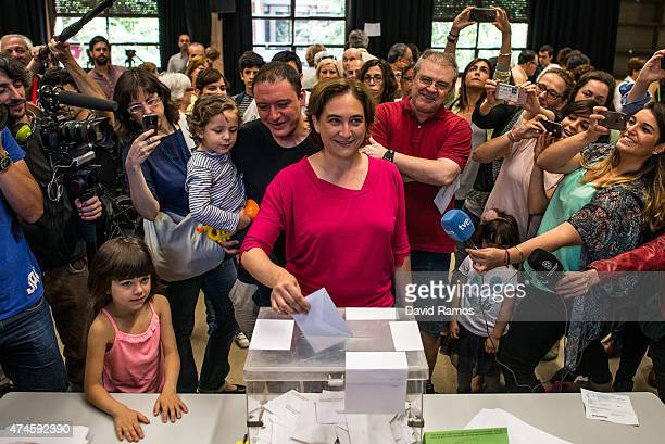 Barcelona en Comu' leader Ada Colau casts her ballot for the municipal elections on May 24, 2015 in Barcelona, Spain. Spaniards are going to the...