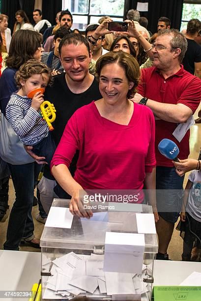 'Barcelona en Comu' leader Ada Colau casts her ballot for the municipal elections on May 24 2015 in Barcelona Spain Spaniards are going to the polls...