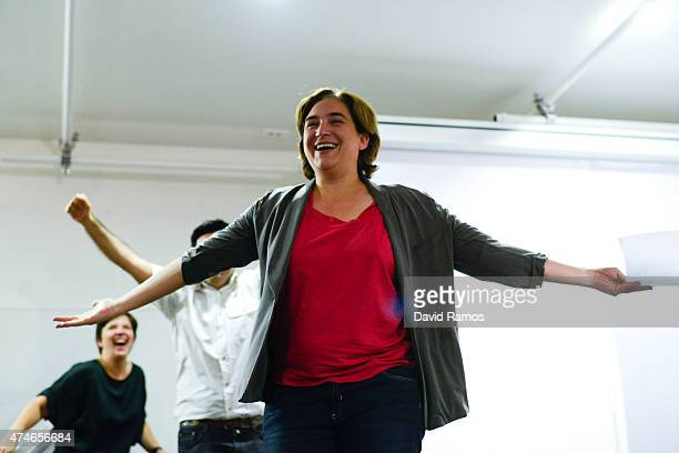 'Barcelona en Comu' leader Ada Colau waves to wellwishers after her party won the municipal elections on May 24 2015 in Barcelona Spain Spaniards are...