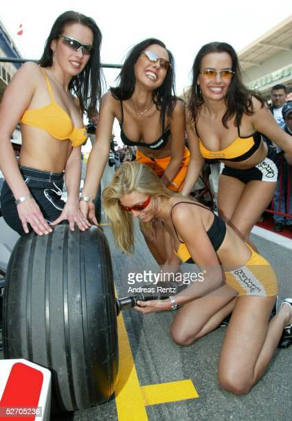 SPANIEN 2002 Barcelona F1 ZIRKUS/GIRLS