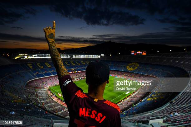 Barcelona fan poses for a picture prior to the La Liga match between FC Barcelona and Deportivo Alaves at Camp Nou on August 18, 2018 in Barcelona,...