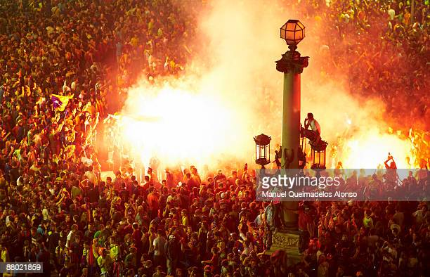 Barcelona fans celebrate after their team won the Champions League final football match between Barcelona and Manchester on the Catalunya Square on...