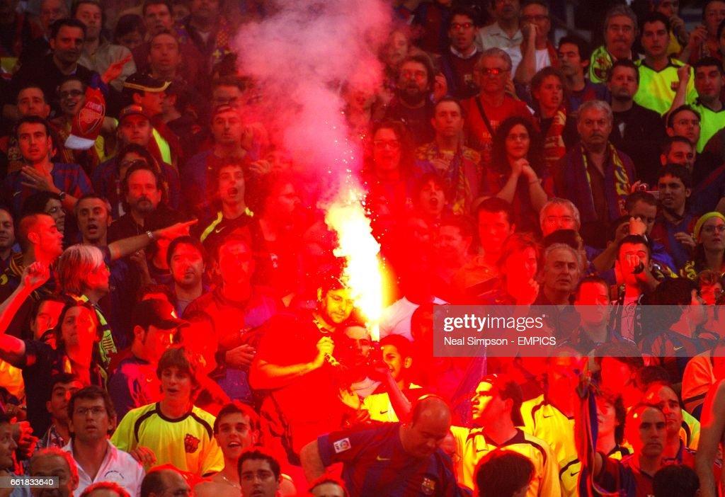 Barcelona fans celebrate Samuel Eto'o's goal News Photo
