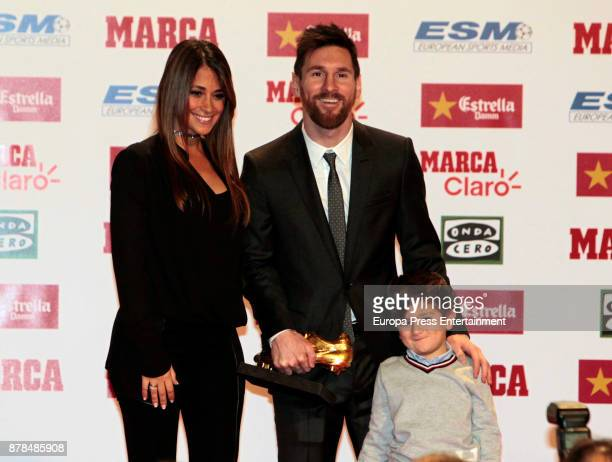 Barcelona football player Lionel Messi poses with his wife Antonella Roccuzzo and their son Thiago after receiving the Golden Boot award at the Old...