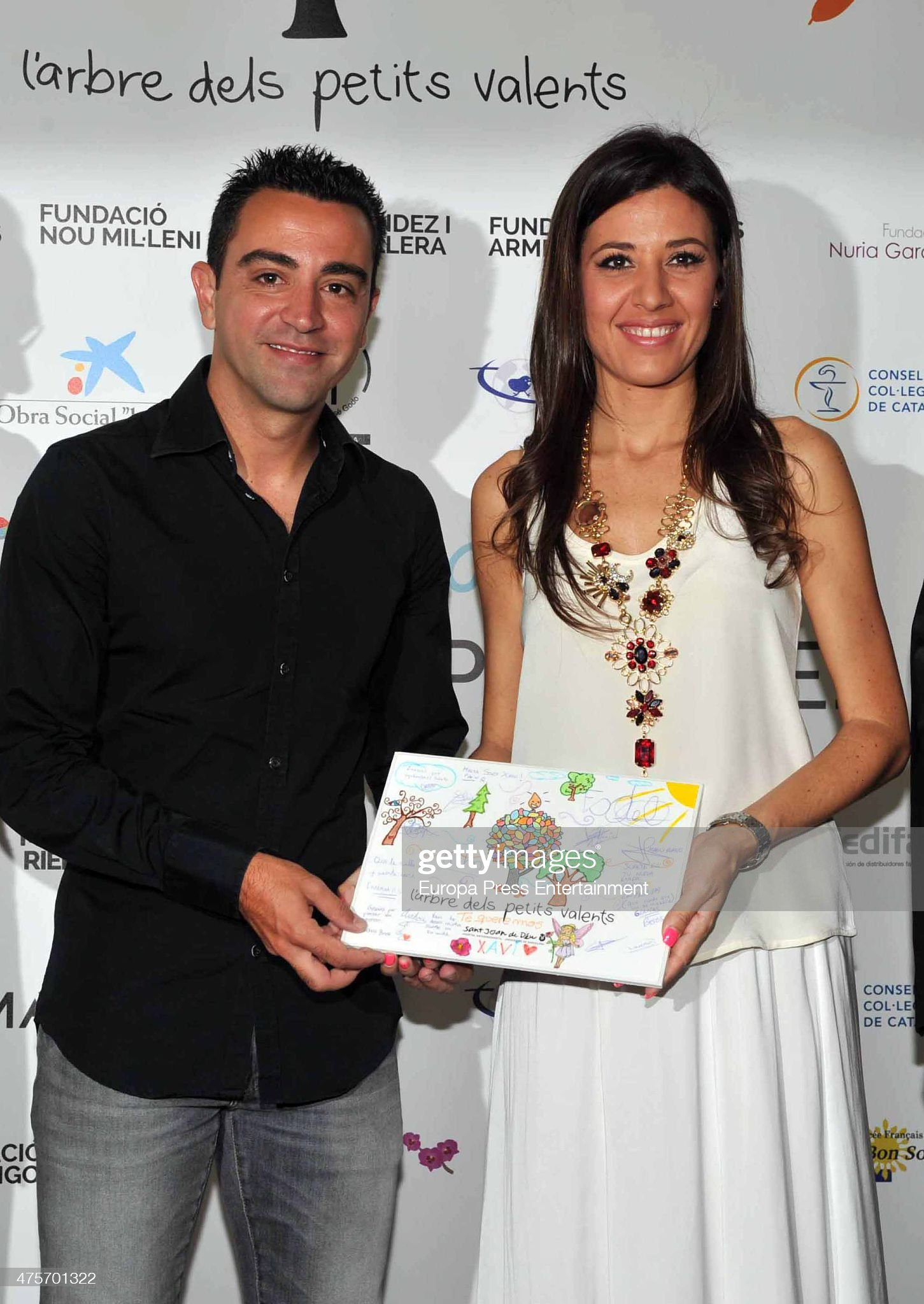 Charla general sobre estatura, etc - Página 16 Barcelona-football-player-xavi-hernandez-and-his-wife-nuria-cunillera-picture-id475701322?s=2048x2048