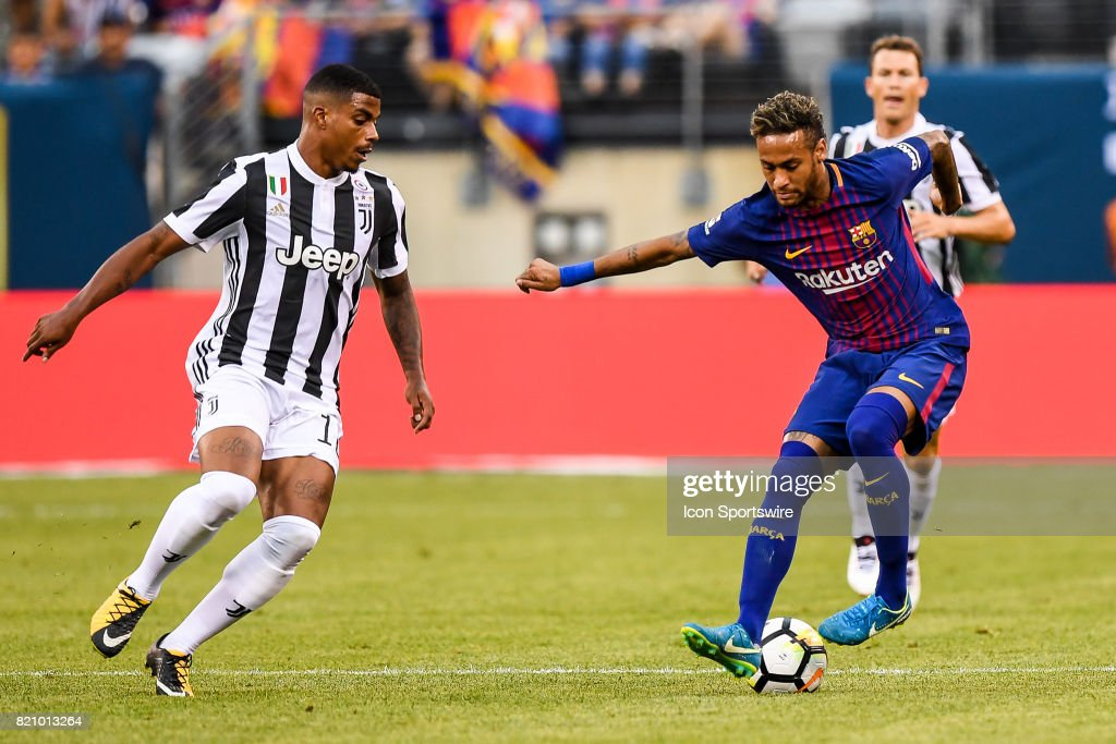 Barcelona forward Neymar (11) makes a move on Juventus midfielder Mario Lemina (18) during the International Champions Cup between Barcelona and Juventus on July 22, 2017 at MetLife Stadium in East Rutherford, NJ.