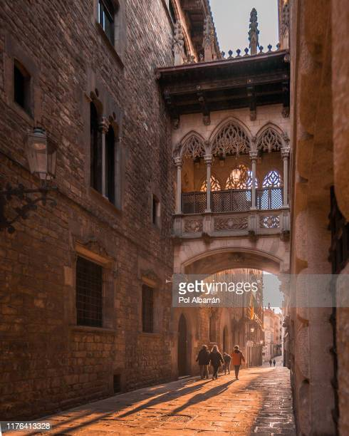 barcelona gothic quarter, carrer del bisbe - barcelona spain stock pictures, royalty-free photos & images
