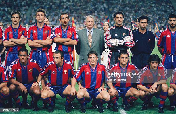 Barcelona manager Bobby Robson and coach Jose Mourinho poses for a team picture with his players including Pep Guardiola before the Trofeu Joan...