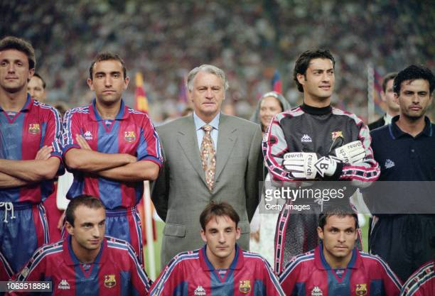 Barcelona manager Bobby Robson poses for a team picture with his players and assistant coach Jose Mourinho before the Trofeu Joan Gamper match...