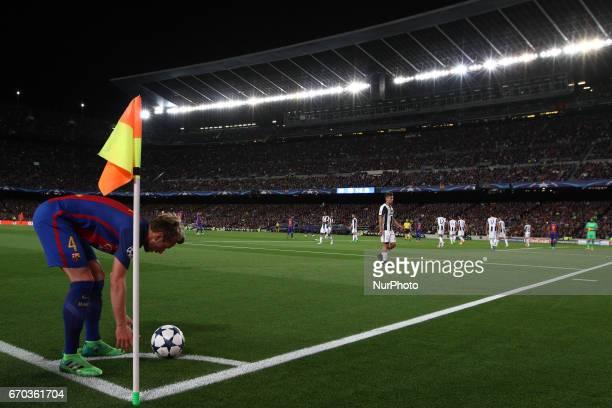 Barcelona midfielder Ivan Rakitic prepares to shoot corner kick during the Uefa Champions League quarter finals football match BARCELONA JUVENTUS on...