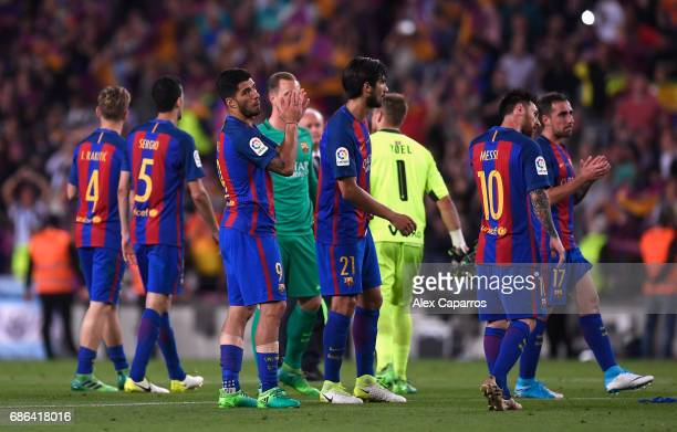 Barcelona players applaud fans during the La Liga match between Barcelona and Eibar at Camp Nou on 21 May 2017 in Barcelona Spain
