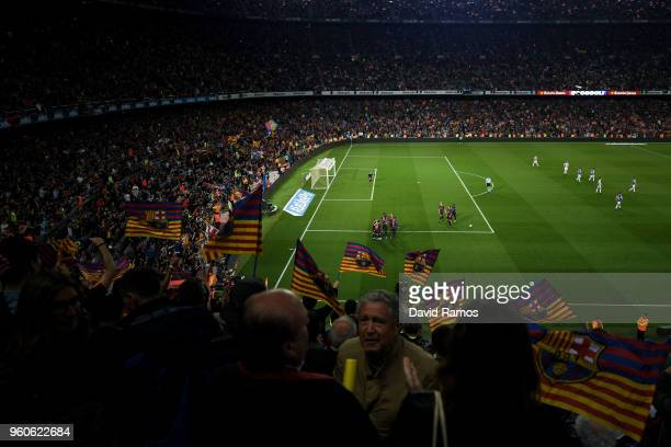 Barcelona players celebrate after Philippe Coutinho of FC Barcelona scored his team's first goal during the La Liga match between Barcelona and Real...