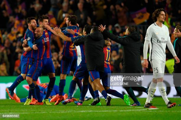 TOPSHOT Barcelona players celebrate their victory during the UEFA Champions League round of 16 second leg football match FC Barcelona vs Paris...