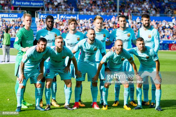 Barcelona players line up for a team photo prior to the start of the La Liga match between Deportivo Alaves and Barcelona at Estadio de Mendizorroza...