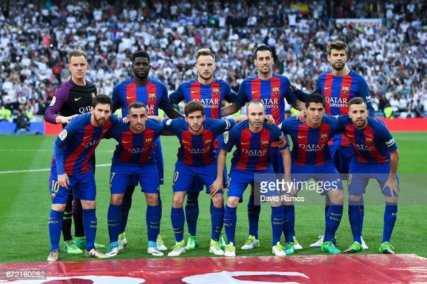 Barcelona players pose for a team picture prior to kickoff during the La Liga match between Real Madrid CF and FC Barcelona at the Santiago Bernabeu...