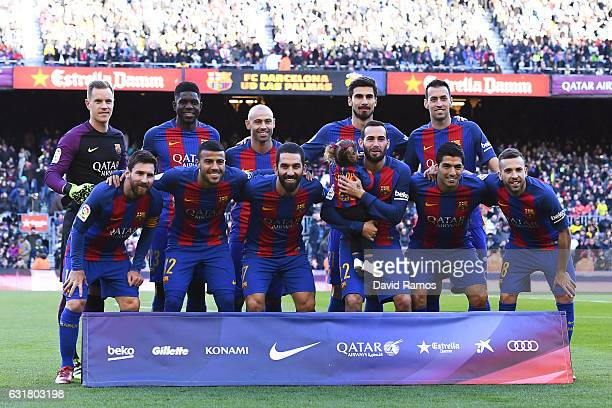 Barcelona players pose for a team picture prior to the kickoff during the La Liga match between FC Barcelona and UD Las Palmas at Camp Nou stadium on...