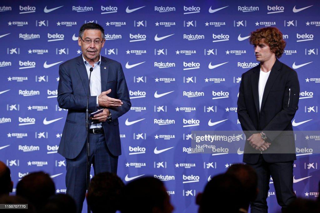 FC Barcelona Unveil New Player Antoine Griezmann : News Photo