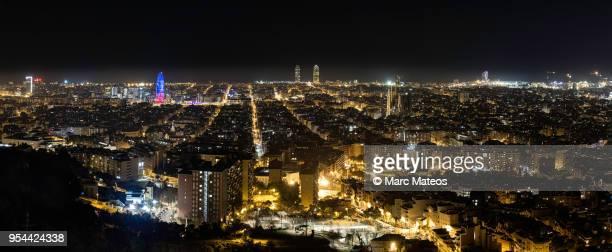 barcelona skyline at night - marc mateos fotografías e imágenes de stock