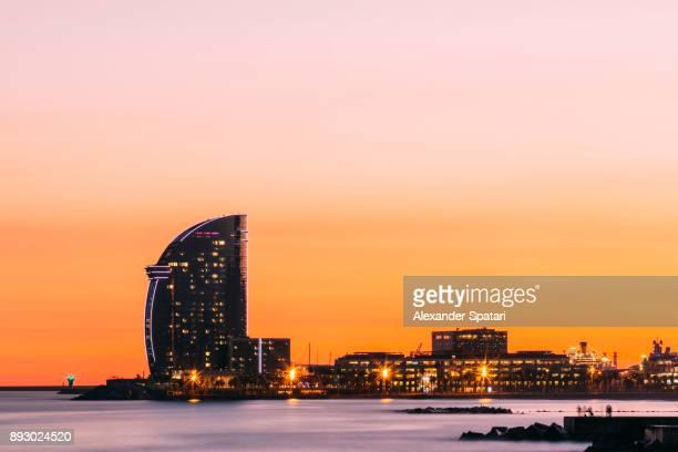 barcelona skyline during sunset, catalonia, spain - barcelona imagens e fotografias de stock