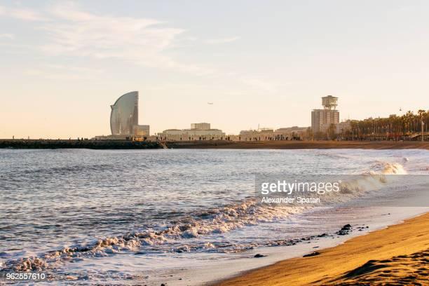 barcelona skyline with barceloneta beach during sunset, catalonia, spain - la barceloneta stock-fotos und bilder