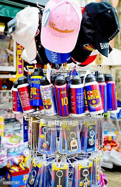 Lembranças em loja de presentes em Barcelona, Espanha