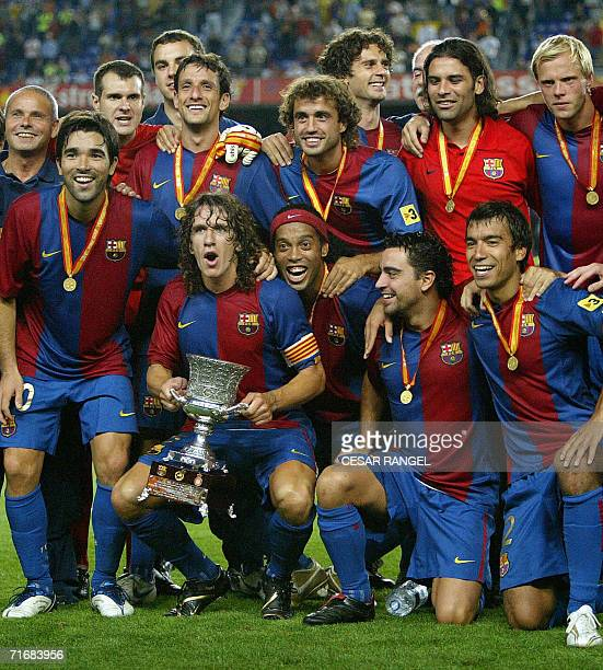 Barcelona pose after winning the Spanish Supercup final match against Espanyol at the Camp Nou Stadium in Barcelona 20 August 2006 AFP PHOTO/CESAR...