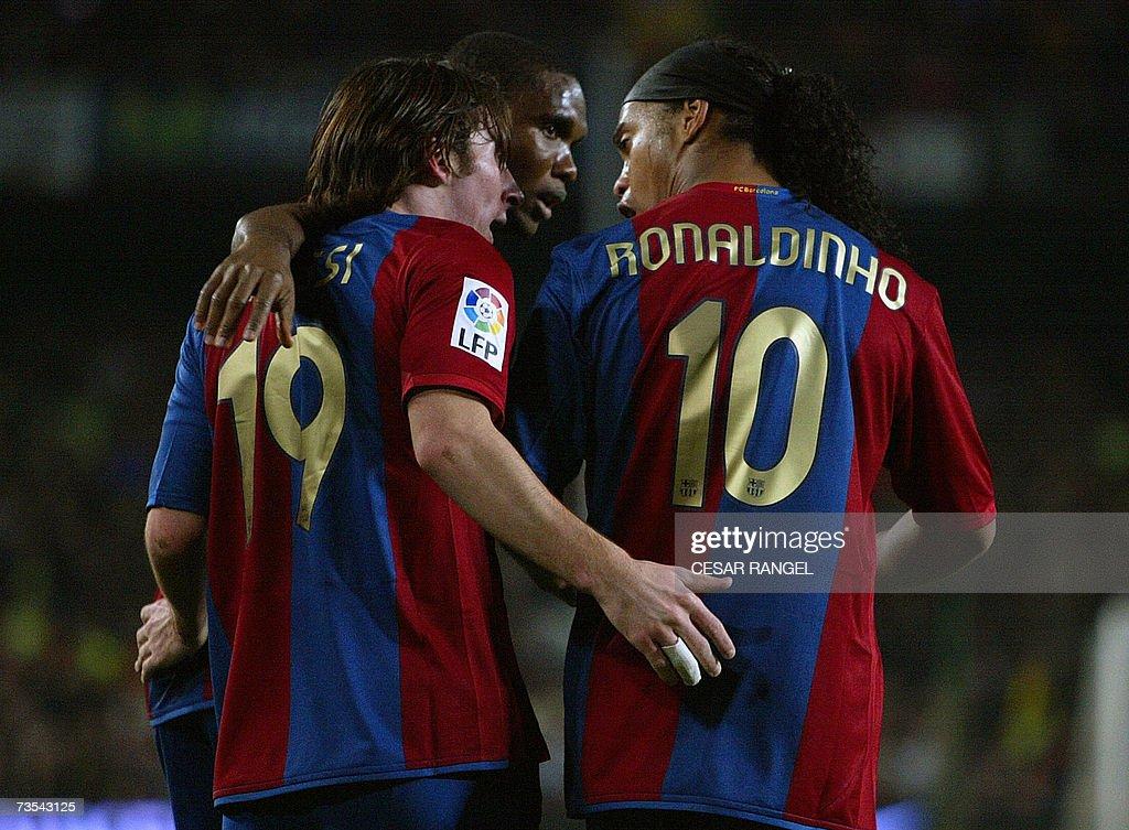 Barcelona's Leo Messi (C) is congratulat... : News Photo