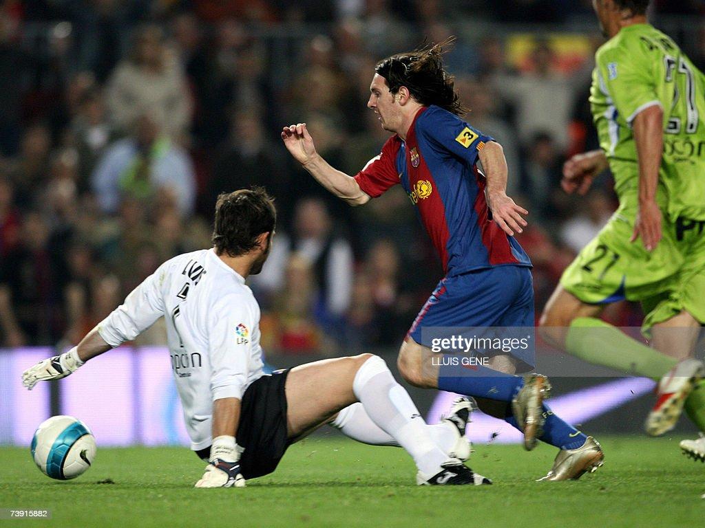 FC Barcelona's Argentine Leo Messi (C) v... : News Photo
