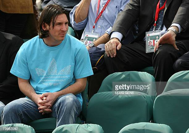 FC Barcelona's Argentinian forward Leo Messi watches compatriot David Nalbandian play Spain's Carlos Moya during the Barcelona Open Tennis tournament...