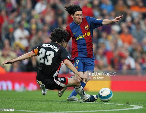 FC Barcelona's Argentinian Leo Messi vies with Levante's Descarga during their Spanish League football match at Camp Nou stadium in Barcelona 29...