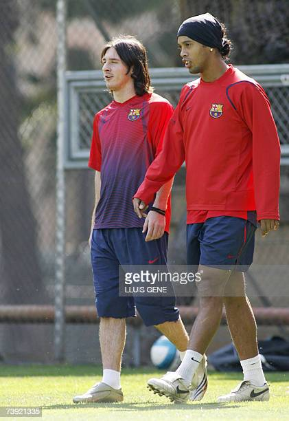 FC Barcelona's Argentinian Messi and Brazilian Ronaldinho chat as they arrive to a training session 19 April 2007 at Camp Nou stadium 19 April 2007...