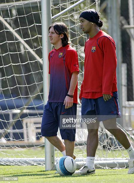 FC Barcelona's Argentinian Messi and Brazilian Ronaldinho walk during a training session 19 April 2007 at Camp Nou stadium 19 April 2007 in Barcelona...