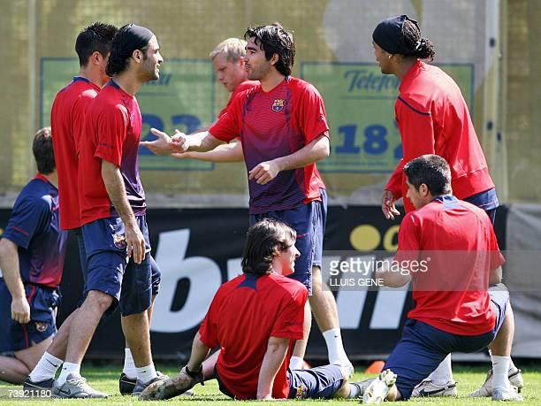 FC Barcelona's Portuguese Deco Mexican Marquez Brazilian Ronaldinho Argentinian Messi and Brazilian Silvinho chat during a training session 19 April...