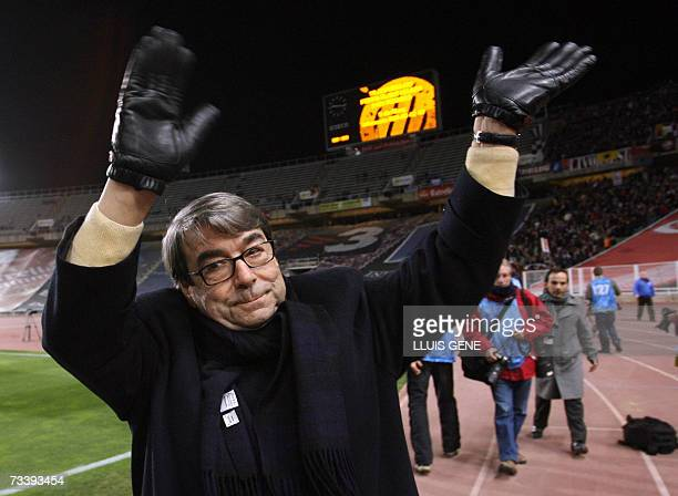 Livorno's President Aldo Spinelli salutes to Livorno's fans before Espanyol versus Livorno UEFA Cup Group B football match 22 February 2007 at the...