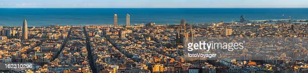 Barcelona super al atardecer paisaje de panorama landmark mediterránea de España