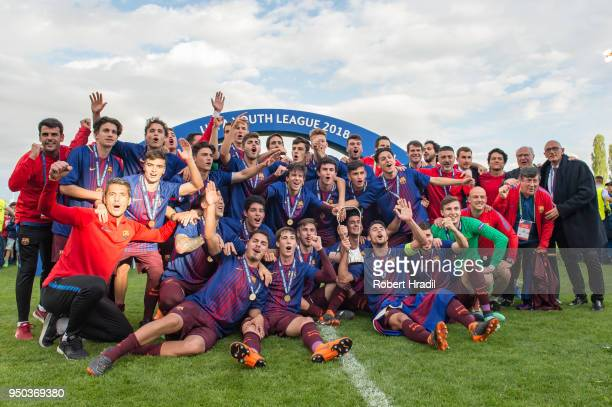 Barcelona team celebrates with the trophy during the UEFA Youth League Final match between Chelsea FC and FC Barcelona at Colovray Sports Centre on...