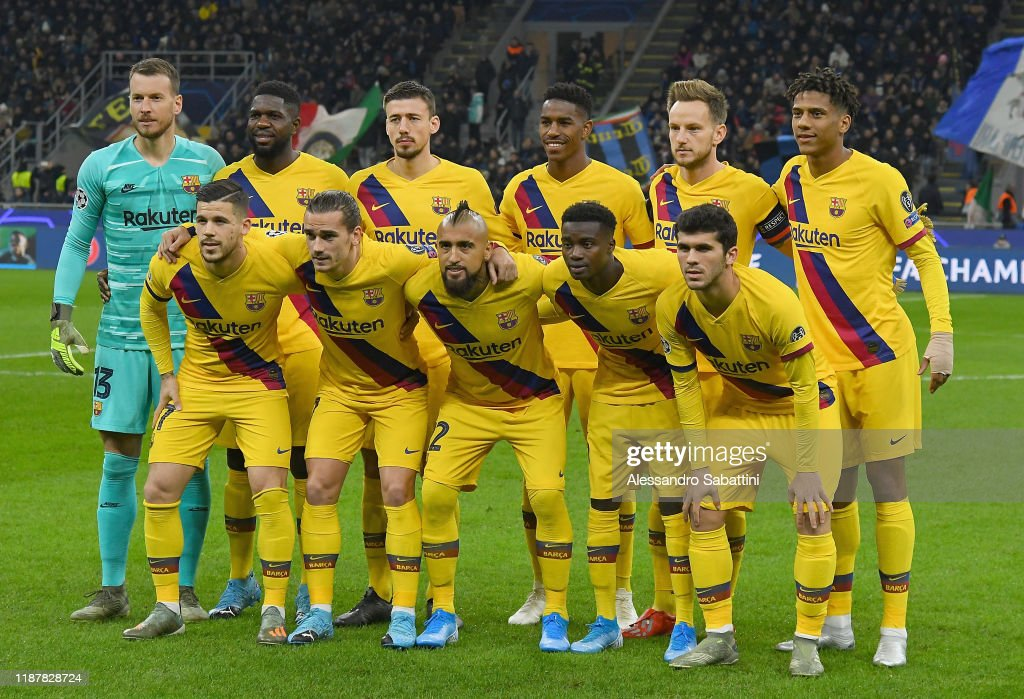 FC Internazionale v FC Barcelona: Group F - UEFA Champions League : News Photo